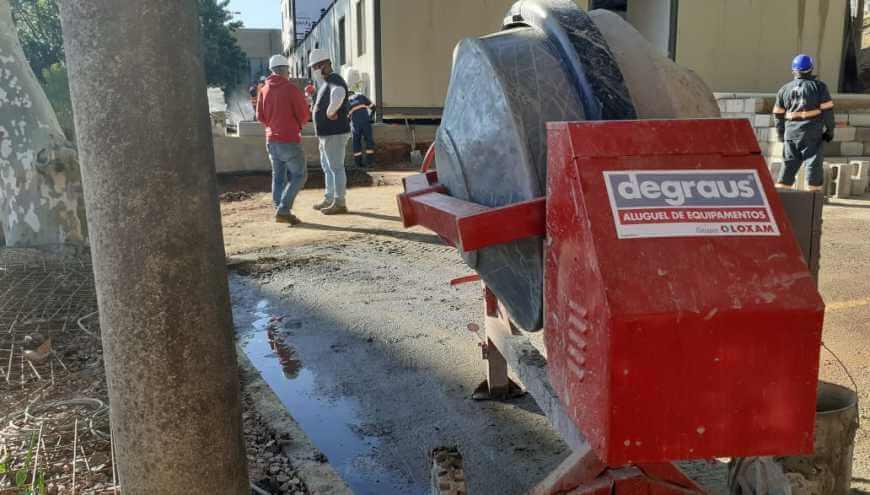 foto do equipamento representando o aluguel de betoneira